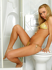 Take a peek on sexy hottie Melita while she wets her horny hole with the shower spray in the bathroom
