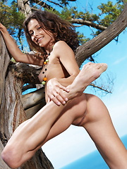 A carefree, outdoor jaunt with a fun and engaging Divina posing naked under a tree.
